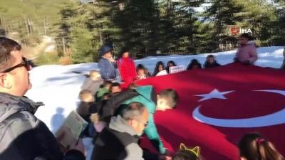 Öğrenciler Ulus Dağı zirvesinde Fetih Suresi okudu