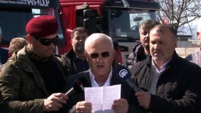 Kamyoncular Türk askerine destek olmak için konvoy yaptı