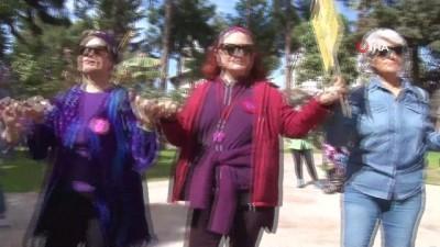 Antalya'da karnaval havasında Kadınlar Günü yürüyüşü