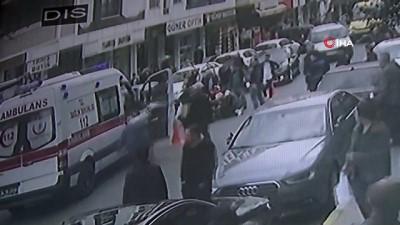 Motosikletlinin çarptığı kadın metrelerce havaya savruldu...O anlar kamerada