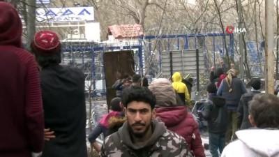 Mülteciler Yunan güvenlik güçlerinin sert müdahalelerine direniyor
