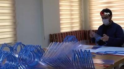 Yeşilyurt Belediyesi, hastaneler için siperli maske üretiyor