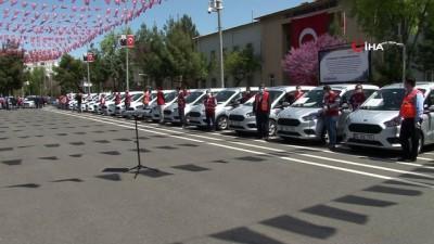 kamu gorevlileri -  Diyarbakır Valiliğine Vefa Sosyal Destek Gruplarında hizmet için 31 araç hibe edildi