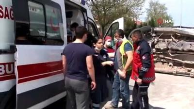 saglik gorevlisi -  Ambulans ve pkap'ın çarpıştığı kaza kamerada: 2'si sağlık çalışanı 3 yaralı