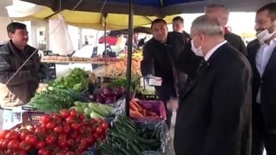 Başkan Demirtaş'tan pazar esnafına tıbbi maske ve eldiven