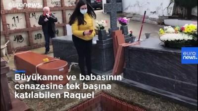cep telefonu - Covid-19: Törenler yasaklandı, salgında ölen çiftin yakınları cenazeyi uzaktan canlı yayında izledi
