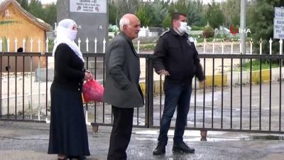 benin -  Korona virüs önlemleri nedeniyle vatandaşlar mezarlıkların kapısından döndü