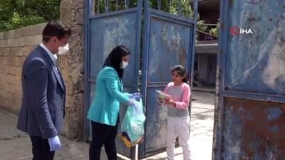 kitap okuma -  Mardin'de ilköğretim öğrencilerinin yüzü hediye kitaplarla gülüyor