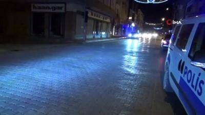 Reyhanlı'da sokağa çıkma kısıtlaması sonrası vatandaşlar benzinliklere ve marketlere akın etti
