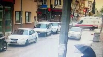 Hasta taşıyan ambulans otomobil ile böyle çarpıştı