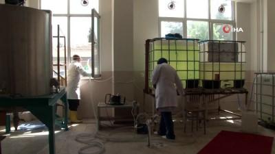okul muduru -  Öğrenciler 20 yaş altında olunca görev öğretmenlere kaldı, 1 ayda 70 ton dezenfektan üretildi