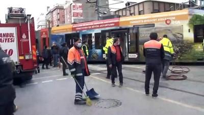 Sultangazi'de rayından çıkan tramvay belediye otobüsüne çarptı
