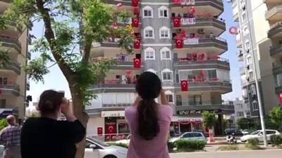 okul muduru -  Hatay 23 Nisan coşkusunu balkonlarda yaşıyor