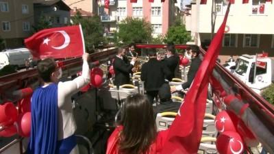 """Kartal Belediye Başkanı Gökhan Yüksel, ikiz kardeşlerin """"23 Nisan"""" hayalini gerçekleştirdi"""