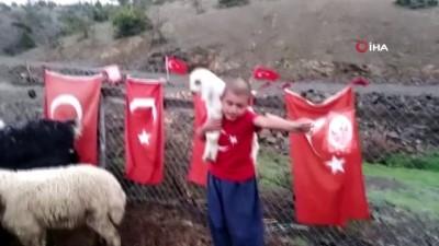 fenomen -  Yörük çocuğu kucağında kuzusu, elinde bayrağı ile 'Astsubay olacağım, vatan toprağını koruyacağım'