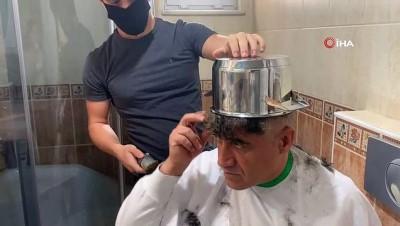 Kafasına tencereyi geçiren türkücüden 'tas tıraş' önerisi