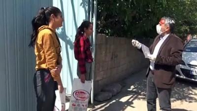 okul muduru -  Kapı kapı dolaşıp öğrencilerine kitap ve test dağıttı
