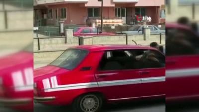 5 kişilik otomobile 10 kişi bindiler, Korona'ya meydan okudular