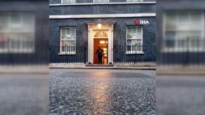 - Boris Johnson'dan sağlık çalışanlarına alkışlı destek