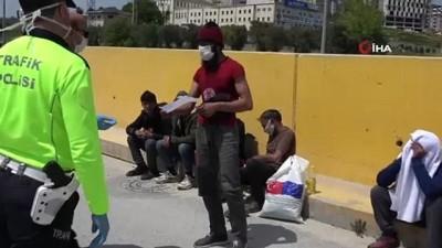 Korona virüs tedbirlerine takıldılar... İstanbul'a yürürken Bursa'da polise yakalandılar