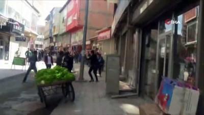 Ağrı'da zabıta ve seyyar satıcılar arasında kavga çıktı