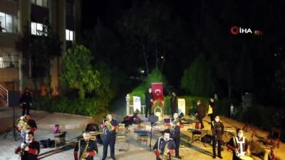 Diyarbakır Yenişehir ilçe Belediyesi ile Kaymakamlığınca, evde kalan vatandaşlara konser