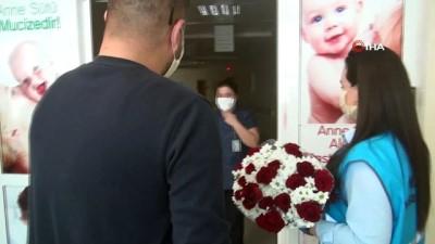 İstanbul'da yaşayan Doruk, Nusaybin'deki hemşire annesine Anneler Günü sürprizi yaptı