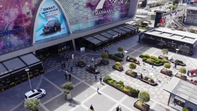calisma saatleri -  Alışveriş merkezinin önünde metrelerce kuyruk oluştu