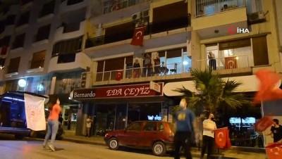 Balkonlarda 'Evde Kal Hareketsiz Kalma' etkinliği