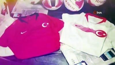 19 Mayıs doğumlu gençlere, Cumhurbaşkanı Erdoğan'ın selamı ile Milli Takım forması hediye edildi