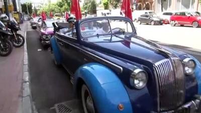 klasik otomobil -  - Bursa'da 19 Mayıs coşkusunu klasik otomobillerle kutladılar