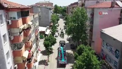 Kocaeli'de 19 Mayıs coşkusu balkonlarda yaşandı