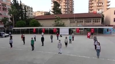 opel -  Mersin'de gençler işaret diliyle 19 Mayıs'ı kutladı