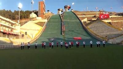 milli sporcular -  Milli sporcular Atlama Kulesi'nde 'İstiklal Marşı' okudu