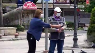 Adana'nın en işlek caddelerine sessizlik hakim