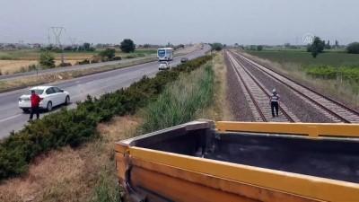 Kontrolden çıkan hafriyat tırı tren yoluna girdi - MANİSA