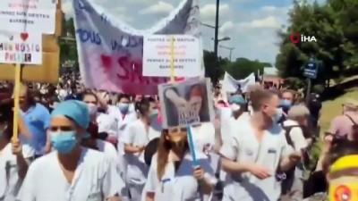 - Fransa'da sağlık çalışanlarından protesto