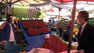pazarci -  Başkan Köse, pazarcı esnafı ile kuaförlere siperlik ve maske dağıttı