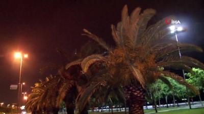 yagisli hava -  İstanbul'da şiddetli rüzgar ve yağmur etkisini gösterdi