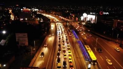 Kısıtlamaya dakikalar kala E-5 karayolunda yoğun trafik havadan görüntülendi