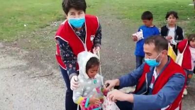 Erzurumlu 3 bin çocuğun Kızılay gönüllüleriyle gelen 'arafalık' mutluluğu