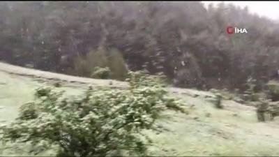 yagisli hava -  Gümüşhane'nin yüksek kesimlerine mayıs ayında kar sürprizi