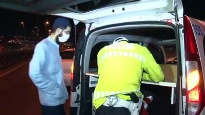 Sokağa çıkma kısıtlamasının ilk gecesinde polis ekiplerinden E-5'te trafik uygulaması