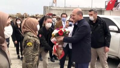 İçişleri Bakanı Soylu, Fırat Kalkanı bölgesinde askerle bayramlaştı (1) - ÇOBANBEY