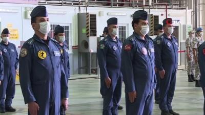 Bakan Akar, 12'nci Hava Ulaştırma Üs Komutanlığı'nda incelemelerde bulundu