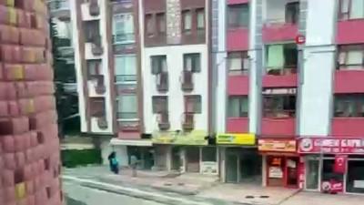 Başkent'te kısıtlamaya aldırış etmeyen bir market satışına devam etti