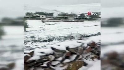 yagisli hava -  Bayram sabahına kar yağışıyla uyandılar , telefonlara sarıldılar
