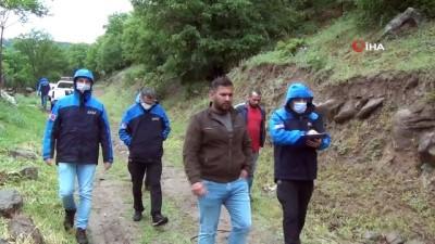 yagisli hava -  Düşen kayalar köylüleri tedirgin ediyor