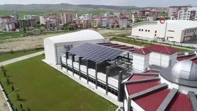 Bu okul elektriğini kendi üretiyor, suyunu kendi çıkarıyor
