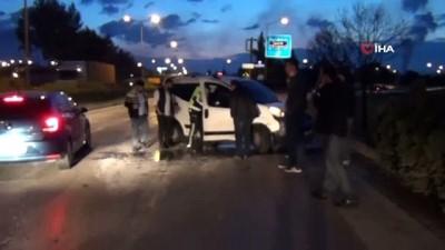 Facianın eşiğinde dönüldü...Yoldan çıkan hafif ticari araç halk otobüsüne çarptı: 2 yaralı